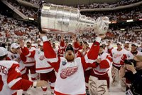 Large_stanley_cup_red_wings_pick_2